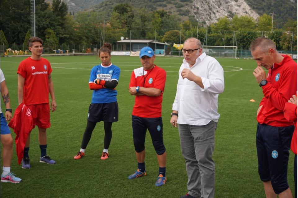Ripresa degli allenamenti in vista di Bari, Cesari in visita alla squadra